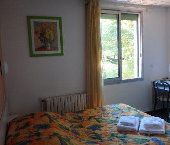 Chambre double à Sisteron: chambre standard pour deux personnes