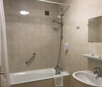 salle-de-bain-chambre-familiale-sisteron